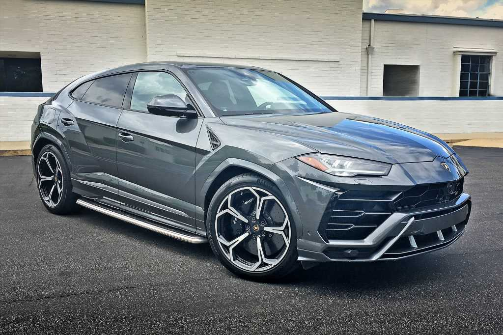Lamborghini Urus Review: There's Absolutely Nothing Else Like It. For Now.