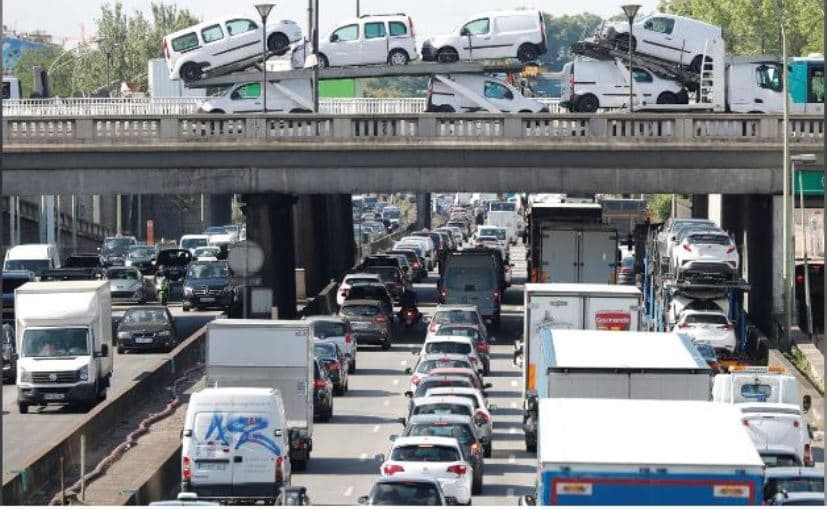 Paris Bans Up To 60% Of Its Cars As Heatwave Worsens Pollution