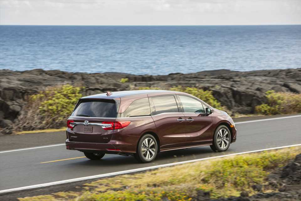 2020 Honda Odyssey is here, drive-thrus in Minneapolis are banned, Porsche's carbon credit offsets: What's New @ The Car Connection