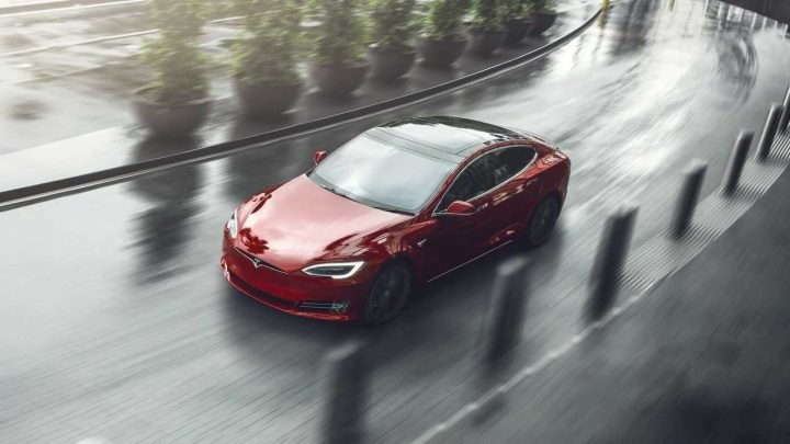 Woman Steals Tesla Model S, Gets Arrested When It Runs Out Of Battery