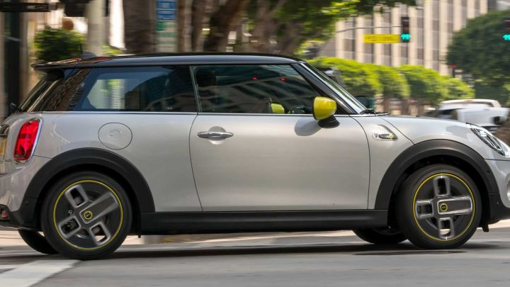 The Electric Mini Cooper SE Costs $31,000 and Offers 110 Miles of Range