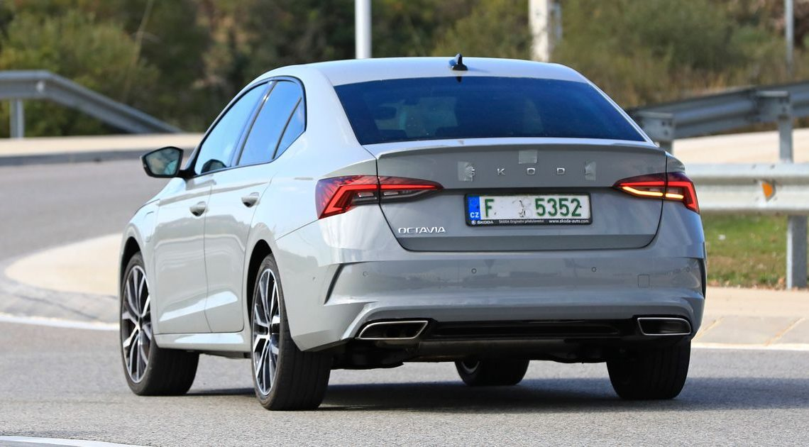 Undisguised Skoda Octavia vRS Prototype Gives Us An Early Preview