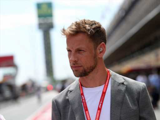 Jenson Button tries his hand at Esports