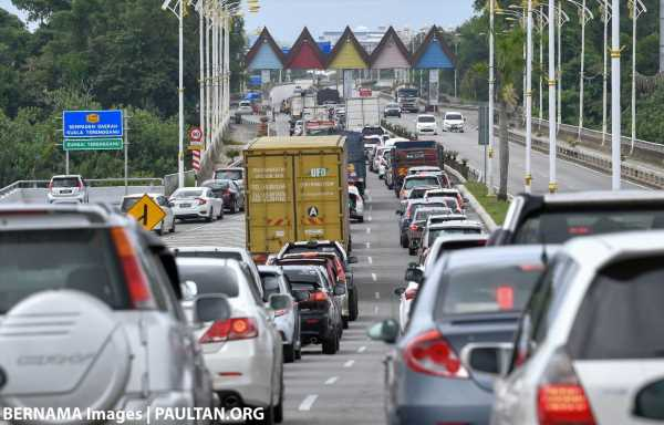 MCO: 70% of motorists are essential service workers with approval letter from govt, 25% shopping – police