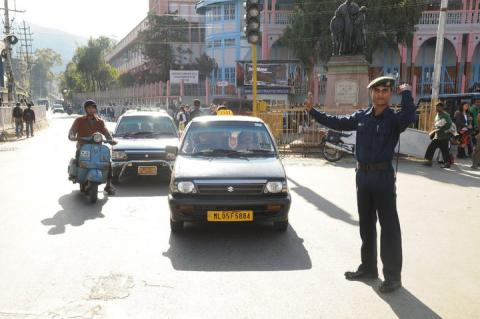 Shillong Cops to fine motorists for misuse of hazard lights