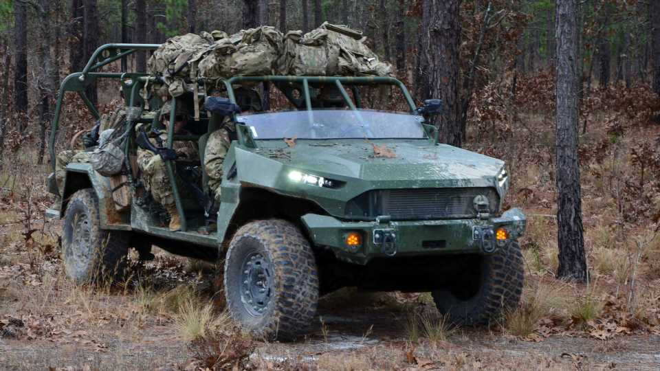 GM Defense Shows Infantry Squad Vehicle, An Army-Ready Colorado ZR2