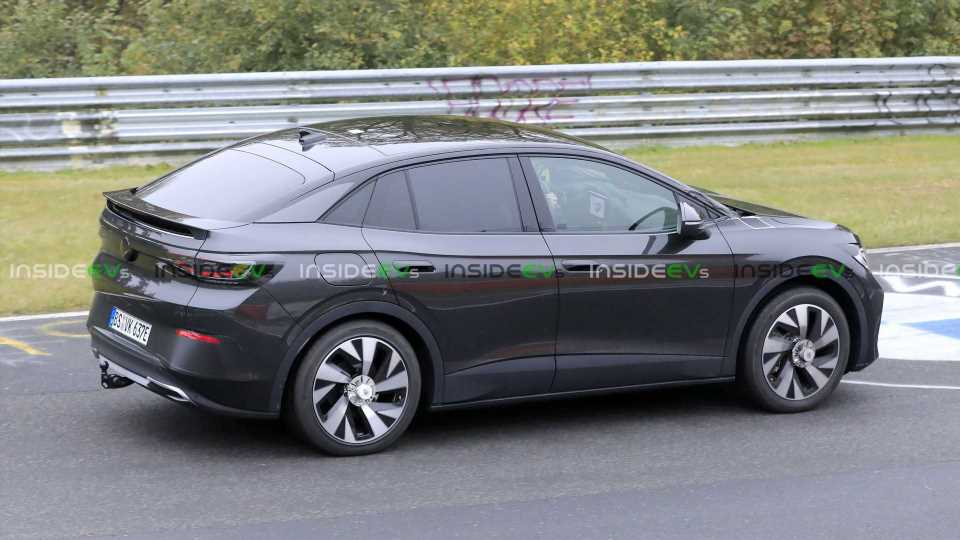 Volkswgen ID.5 / ID.4 Coupe Spotted Testing With Faux Kia Grille