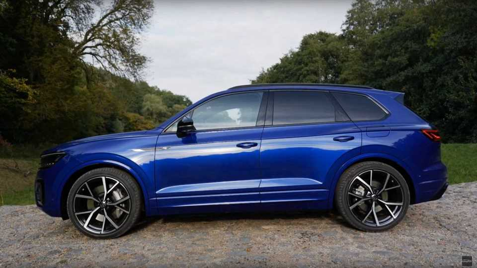 Volkswagen Touareg R PHEV Tested By Autogefühl: Video