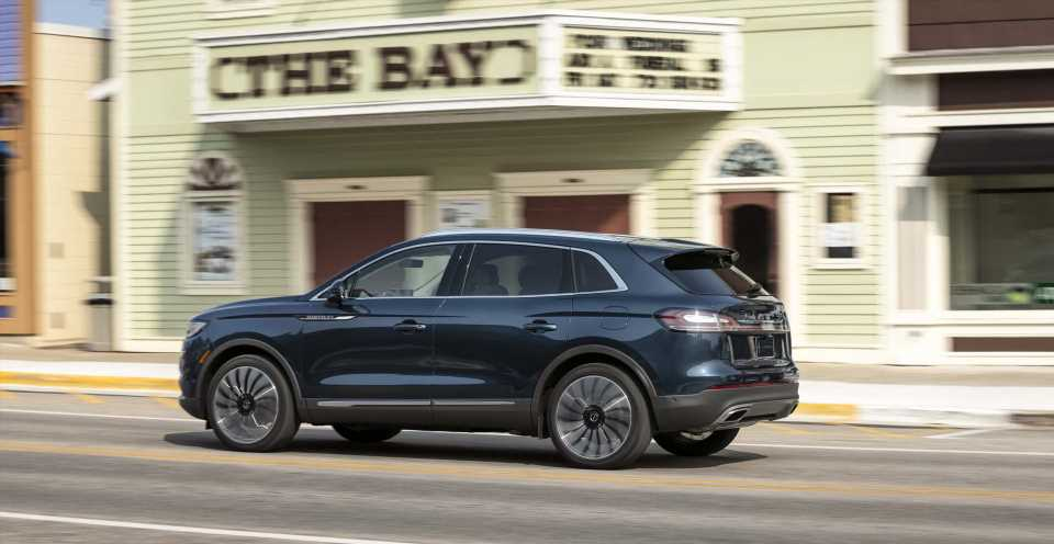 2021 Lincoln Nautilus updated, 2023 Mini Countryman preview, GM's bold EV plan: What's New @ The Car Connection