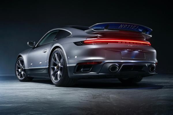 Special edition 911 Turbo offered with private jet