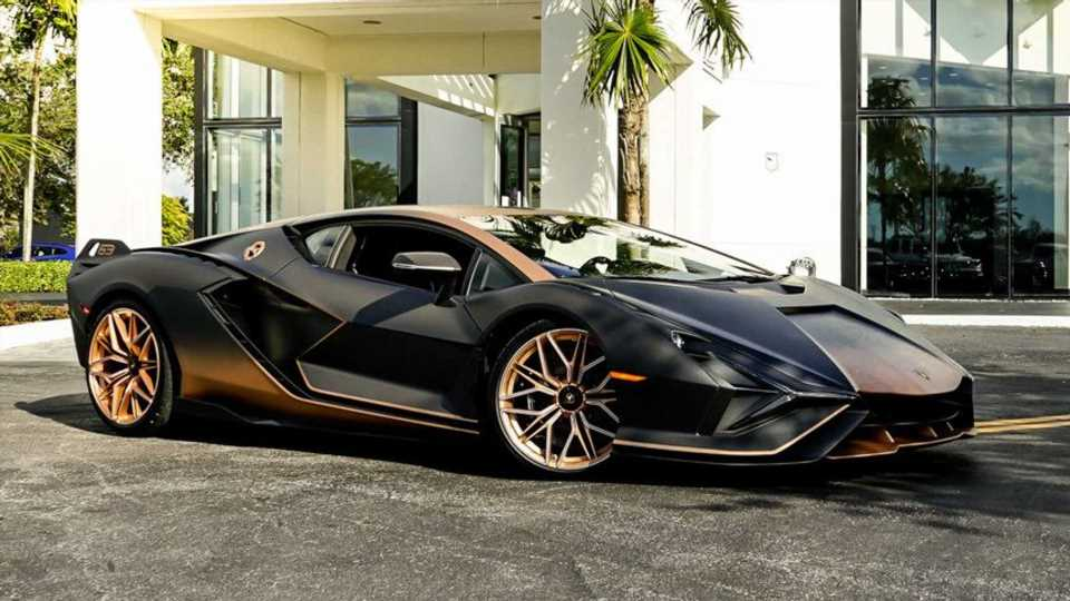 Another Lamborghini Sian Lands In The US, This One With A Fade