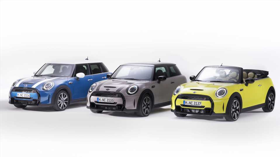 2022 Mini Hardtop and Convertible: Less Grille, More Standard Equipment