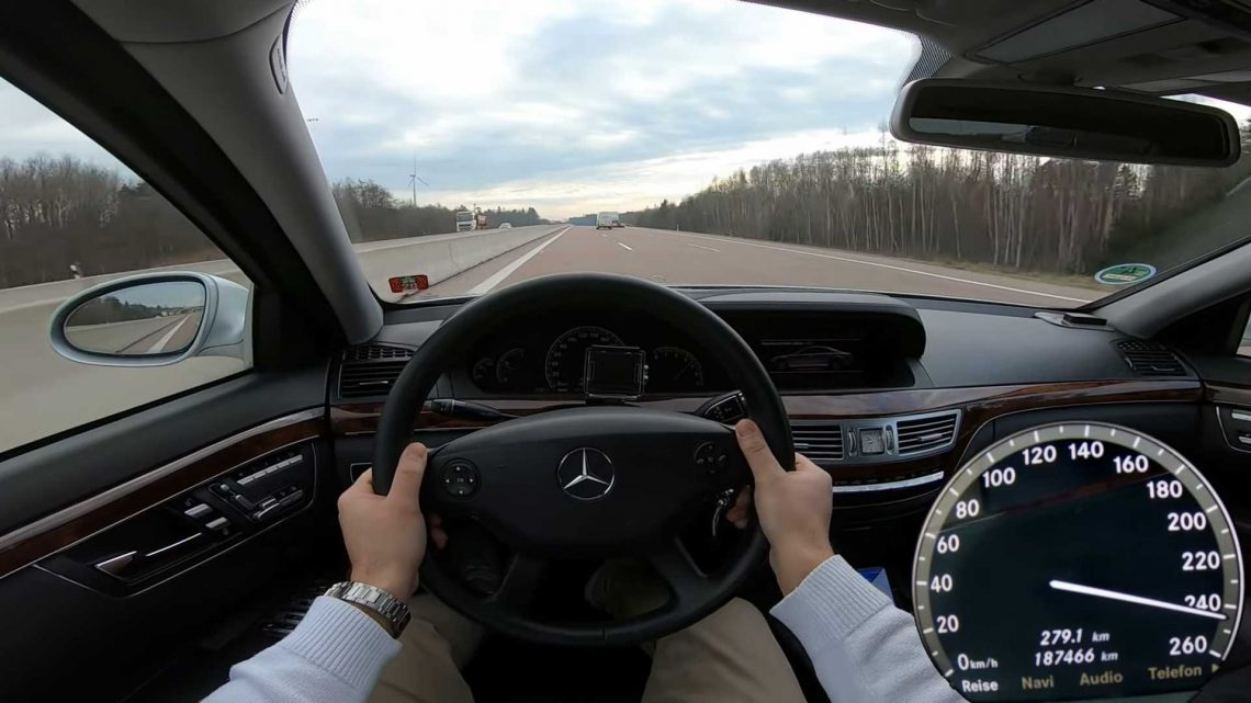 15-Year-Old Mercedes S-Class Diesel Hits The Autobahn For Top Speed Run
