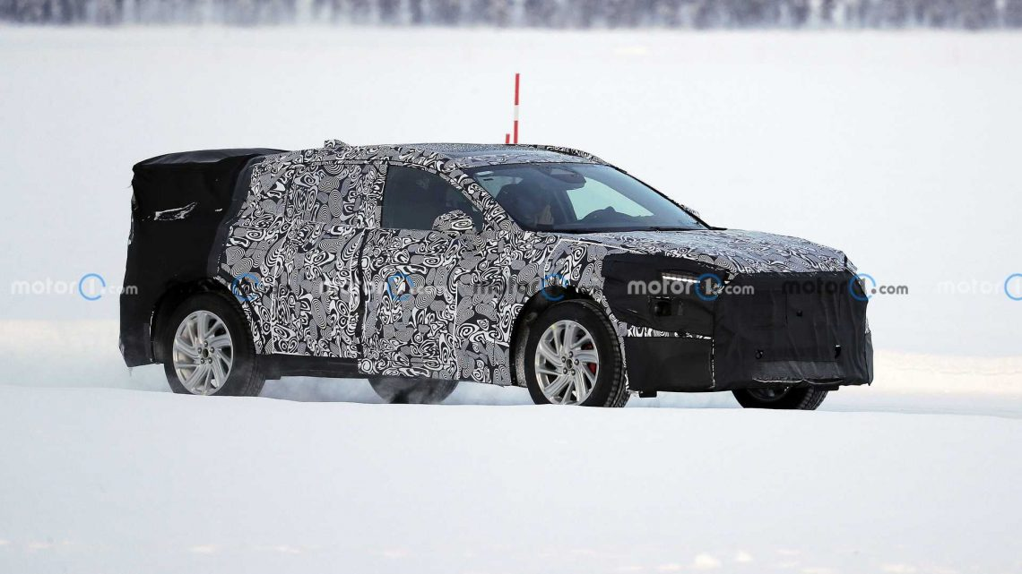 2022 Ford Mondeo / Fusion Rugged Wagon Spied With Pop-Out Door Handles