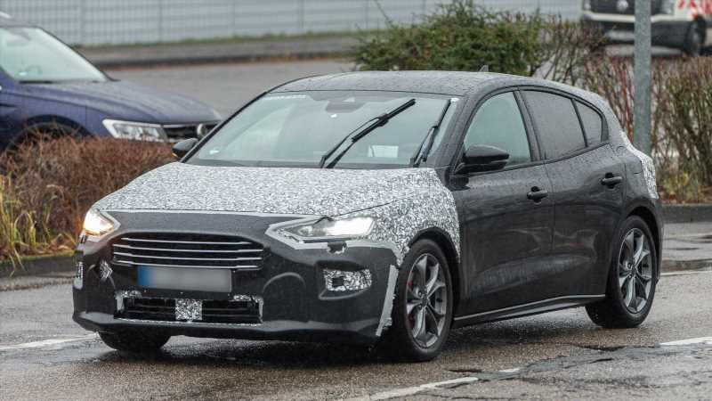 Facelifted Ford Focus spotted in heavy camouflage