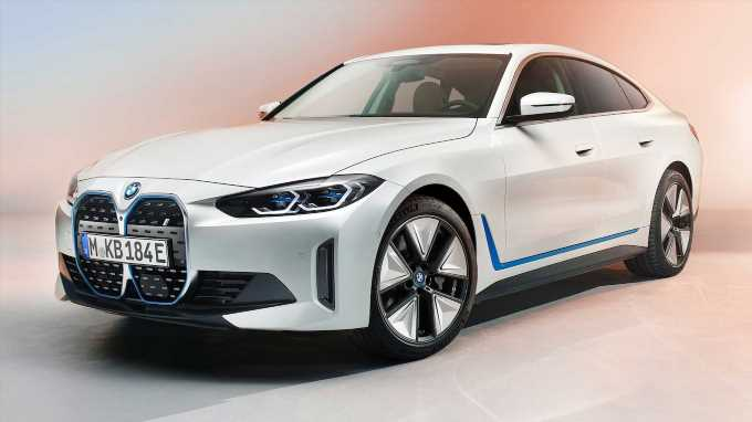2022 BMW i4 Electric Sedan Debuts With Big Range Figures, Big Power, and—Yes—that Big Grille