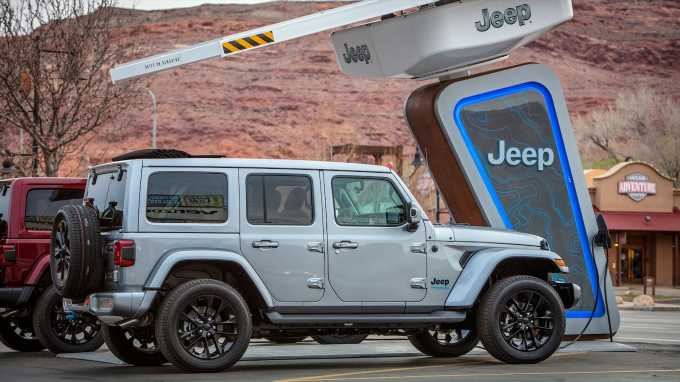 Hybrid Off-Roading Will Be Easier With the Jeep 4xe Charging Network