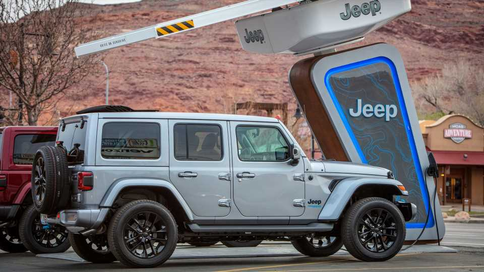 Jeep Will Make Electrified Off-Roading a Thing by Installing Chargers at Trails Nationwide