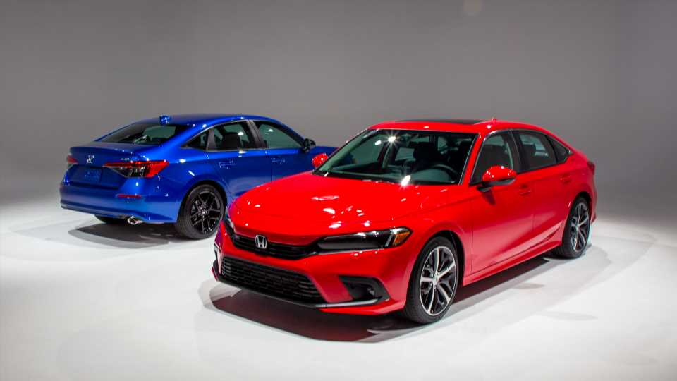 """Redesigned 2022 Honda Civic appeals to its base with """"something"""" more"""