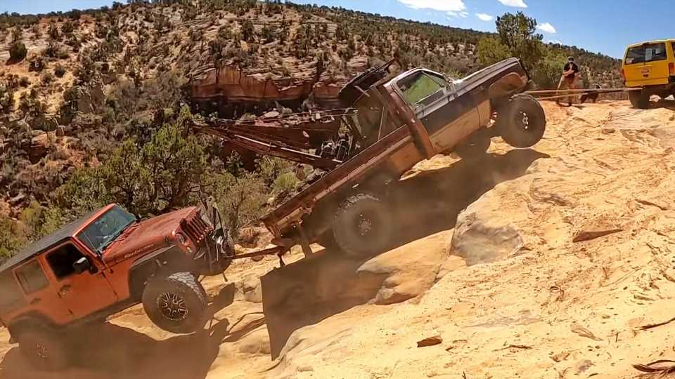 Wild Rescue of a Dead Jeep from the Bottom of a Utah Canyon Must Be Seen to Be Believed