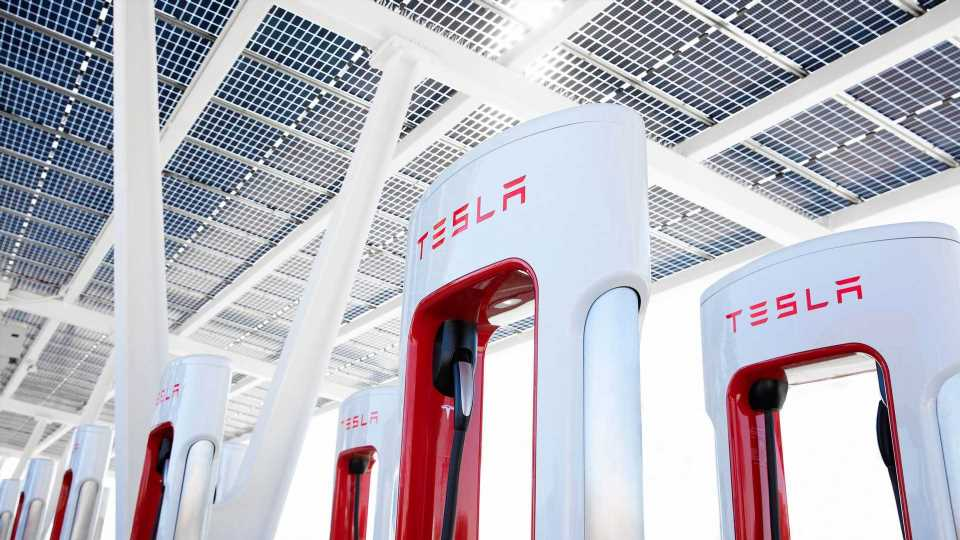 Tesla To Build The World's Largest Supercharger: Over 100 Stalls