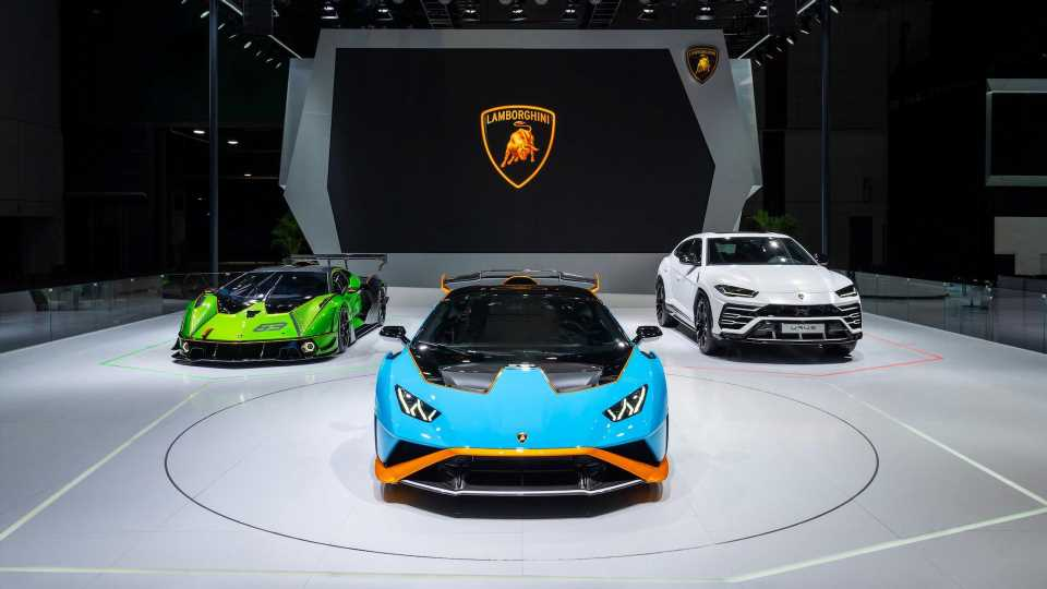 Lamborghini Will Hybridize Its Entire Lineup By 2025, Introduce a Pure EV Within the Decade