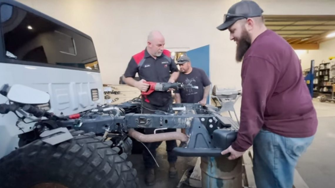 YouTuber Cuts Jeep Gladiator in Half With a Sawzall But There's a Reason