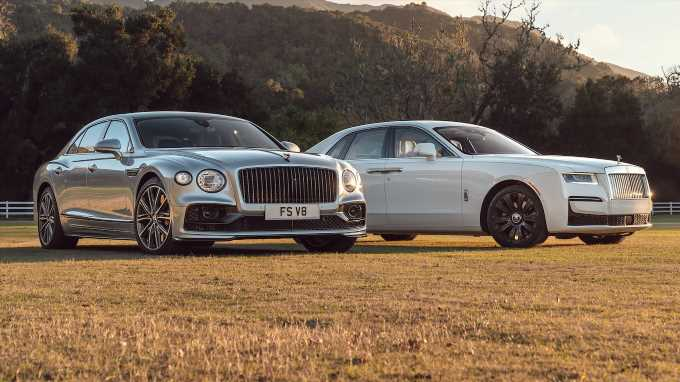 2021 Bentley Flying Spur vs. Rolls-Royce Ghost Comparison Test Review