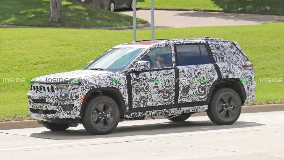 2022 Jeep Grand Cherokee 4xe Plug-In Hybrid Two-Row SUV Spied