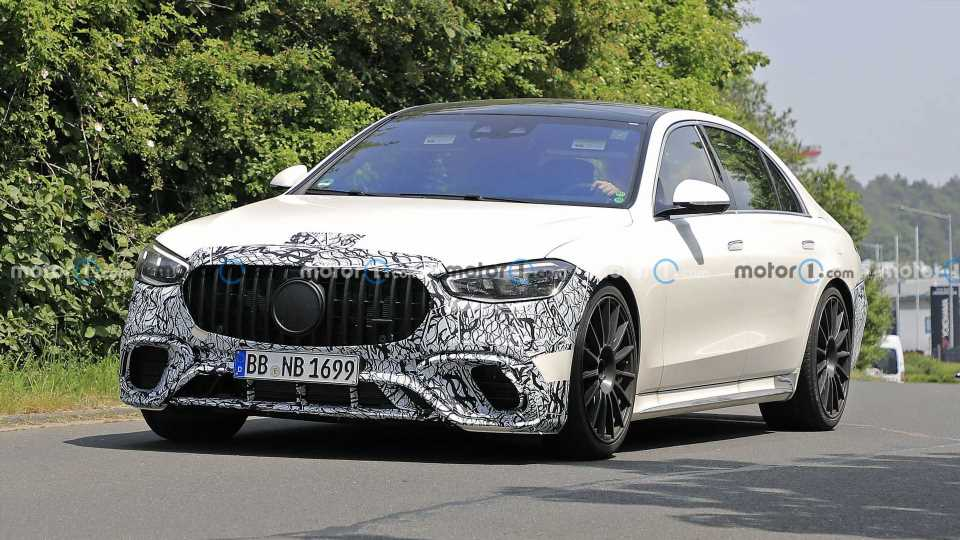 2022 Mercedes-AMG S63e Plug-In Hybrid Spied Not Hiding Much