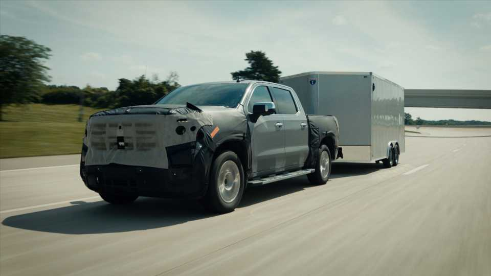 Super Cruise Hands-Free Towing in the 2022 GMC Sierra Is Like Commanding a Freight Train