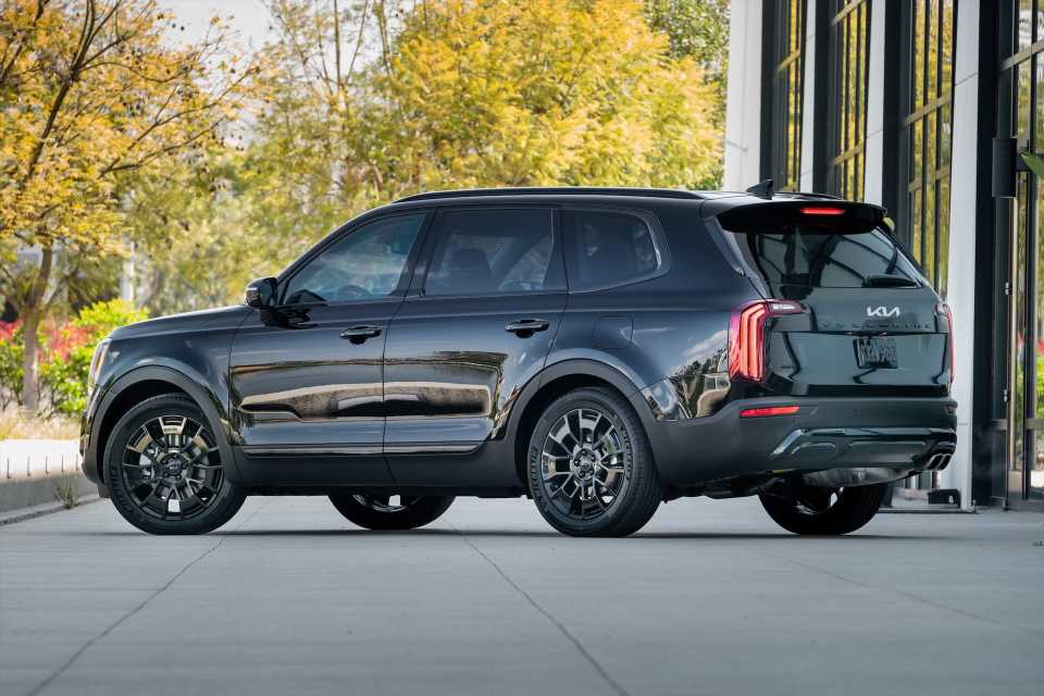Telluride vs. Explorer, $3M Koenigsegg sells out, Jeep plans EV lineup: What's New @ The Car Connection