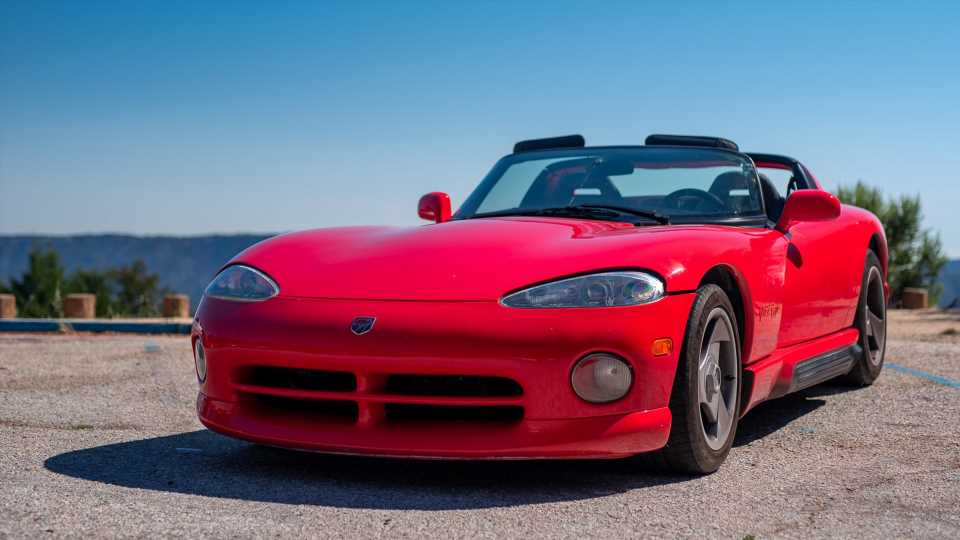 1994 Dodge Viper RT/10 Review: Taming Machismo In Car Form