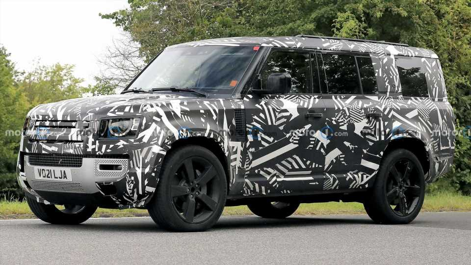 Three-Row Land Rover Defender 130 Spied For The First Time