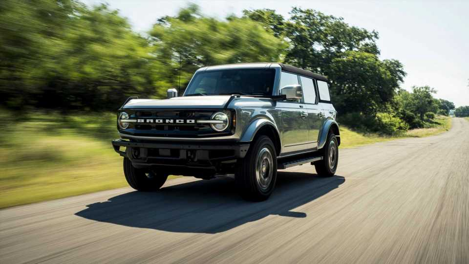 Jeep Boss Makes Fun Of Ford Bronco's Roof Problems