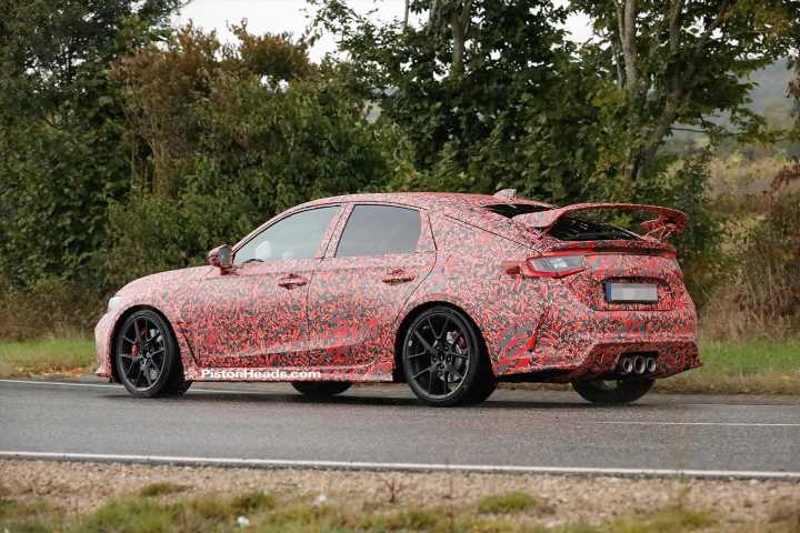 2022 Honda Civic Type R caught on the road